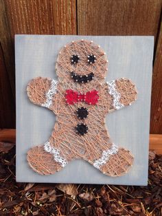 This approximately 10 by 10 board is stained in grey. The gingerbread man is light brown, with white icing, a red bow, and black accents. It would be the perfect addition to your home this holiday season! This board currently does not have any hanging hardware attached. If you would String Art Templates, String Art Patterns, Craft Patterns, Diy Christmas Decorations For Home, Christmas Signs Wood, Holiday Crafts, Xmas Nail Art, Nail String Art, Thread Art