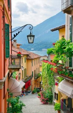 Picturesque small town street view in Bellagio, Lake Como in Italy. Can't wait to see Italy one day. Places To Travel, Travel Destinations, Places To Visit, Beautiful World, Beautiful Places, Beautiful Streets, Beautiful Scenery, Beautiful Sunset, Comer See