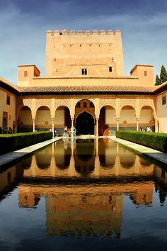 El Patio de los Arrayanes en La Alhambra, #Granada #Spain Alhambra Spain, Granada Spain, Paradise On Earth, Balearic Islands, Islamic Architecture, World Cities, Spain Travel, Wonders Of The World, Places To Visit