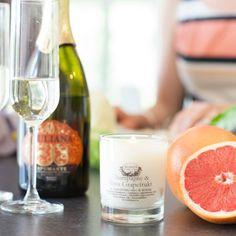 Massasjelys med en søt duft av champagne og rosa ...