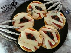 Halloween - Pizzette Mummia http://www.diverdediviola.it/diverdediviola/pizzette-mummificate/