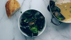 My mussels in white wine sauce recipe has garlic, shallots, and olive oil. Perfect as an appetizer or main course that will be ready in under 30 minutes. Fish Recipes, Seafood Recipes, Cooking Recipes, Healthy Recipes, Easy Mussels Recipe, Garlic Mussels, Steamed Mussels, Seafood, Butter