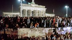 Los aliados habian acordado que la deuda quedaba aplazada hasta la reunificacion Alemana.  Alemania no quiere pagar,pero exige pago a un pais que le provoco daños economicos millonarios,y hasta hoy no le reconoce nada.
