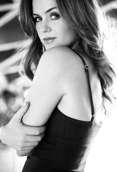 Isla Fisher - Fallon Magee