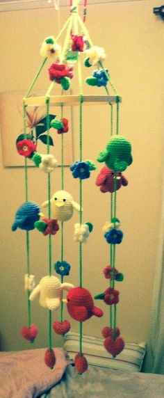 Movil de pajaritos a crochet.