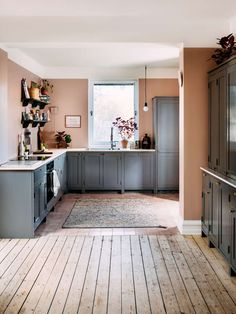 Kitchen Interior, New Kitchen, Kitchen Dining, Shaker Kitchen, Upper Cabinets, Kitchen Cabinets, Oak Worktops, Integrated Fridge, Large Sideboard