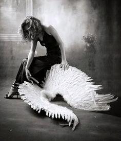 Cansada de ser un ángel, convertite en un demonio.