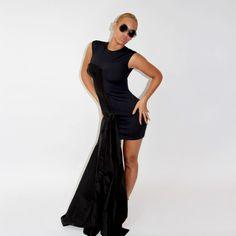 My Life - Beyoncé Online Photo Gallery Beyonce Style, Online Photo Gallery, Beyonce Knowles, Queen B, Famous Women, Swagg, Silk Dress, Beautiful Dresses, Beautiful People