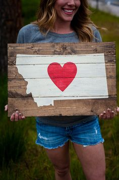 Montana Love Pallet Art in Red with Oregon Pallet Crafts, Pallet Art, Pallet Signs, Wood Crafts, Wood Signs, Diy Crafts, Easy Wood Projects, Diy Pallet Projects, Diy Craft Projects