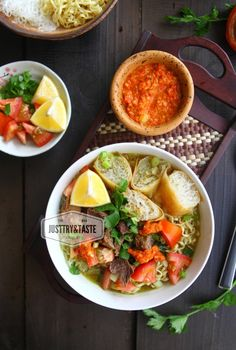 Soto Betawi, Food Photography Styling, Photography Composition, Lumpia, Indonesian Cuisine, Malaysian Food, Food Tasting, Healthy Tips, Soup Recipes