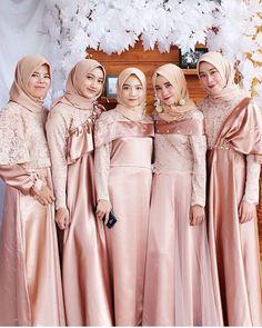 27 Ideas Dress Wedding Pakistani For 2019 Update foto cewek Hijab cantik Winter Bridesmaid Dresses, Velvet Bridesmaid Dresses, Hijab Wedding Dresses, Dress Wedding, Bridesmaids, Hijab Gown, Hijab Dress Party, Hijab Style Dress, Kebaya Hijab