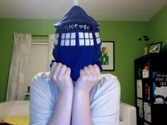 Tardis hat - LOVE this. Found the pattern, but it's hand written and I don't understand some of the instructions...