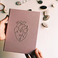 Cute Journals, Doodle Art Journals, Cute Notebooks, Tumblr School Supplies, Cute School Supplies, Notebook Cover Design, Notebook Covers, Diy Notebook Cover For School, Diy Gift Box Template