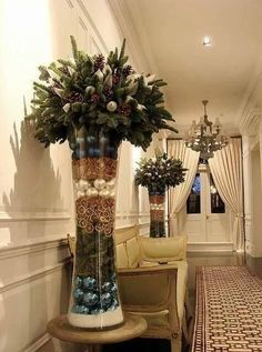 "oh my goodness, love the vase, love their imagination, but.....thinking of only one ""design"" for center viewing.    Your thoughts ?"