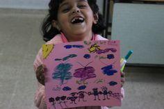 """La guerra de Siria según los niños. Dimah, 8 años La pequeña Dimah ha dibujado lo que la paz significa para ella: flores, niños jugando, mariposas y el sol. Y escribe: """"Amor, paz, seguridad y hogar""""."""