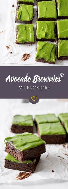 Die Zutat, die deinen Brownies gefehlt hat? Avocoado! Im schokoladigen Teig und im süßen Frosting macht die grüne Superfrucht den Unterschied.