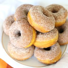 Easy Pumpkin Spice Donuts - baked, not fried! Crock Pot Desserts, Fall Dessert Recipes, Fall Recipes, Fall Desserts, Light Desserts, Pumpkin Deserts, Pumpkin Recipes, Pumpkin Foods, Cooking Pumpkin