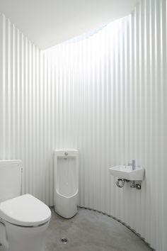 Isemachi Public Toilet by Kubo Tsushima Architects