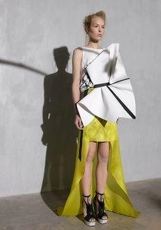 Origami Fashion - sculptural dress with 3D fabric manipulation - experimental fashion design // ILJA