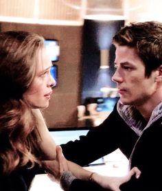 barry allen x caitlin snow Eddie Thawne, Jesse L Martin, Barry And Caitlin, Fanfiction, Eobard Thawne, Tv Show Couples, The Flash Grant Gustin, Snowbarry, Dc Tv Shows