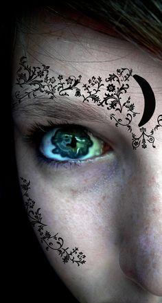 House Of Night eyes. EEEEK!!!! My favorite series with AMAZING EYES?!? I'll take it!