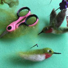 Items similar to Needle Felted Hummingbird Life-Sized Wool Bird Ruby Throated on Etsy Felted Wool Crafts, Felt Crafts, Needle Felted Animals, Felt Animals, Needle Felting Tutorials, Felt Fabric, Fabric Birds, Fabric Dolls, Felt Birds