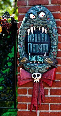 Disneyland Haunted Mansion Holiday // Man Eating Wreath