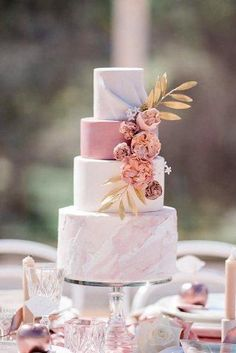 dusty rose wedding dusty rose wedding cake marble trendy with flowers and golden leaves caseyjane_photography Wedding Cake Roses, Cool Wedding Cakes, Beautiful Wedding Cakes, Wedding Cake Designs, Wedding Cake Toppers, Beautiful Cakes, Simply Beautiful, Perfect Wedding, Dusty Pink Weddings