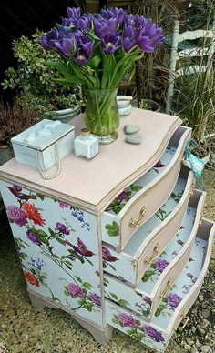 Shabby chic painted chest of drawers in Annie Sloan's Antoinette with pretty wallpaper decoupage, by Imperfectly Perfect xx. Love how the insides of the drawers are painted too. Shabby Chic Desk, Shabby Chic Interiors, Shabby Chic Living Room, Shabby Chic Bedrooms, Vintage Shabby Chic, Shabby Chic Homes, Shabby Chic Furniture, Country Furniture, Bedroom Vintage