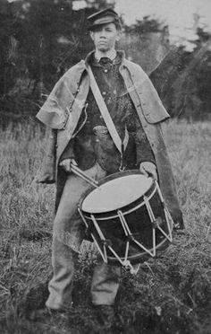Civil War Drummer Boy Drummer Boys were needed during battle because a soldier might not be able to see an officer during battle, but they could hear a signal. American War, American History, Carolina Do Sul, War Image, America Civil War, War Photography, Civil War Photos, Le Far West, Interesting History