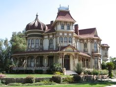 Morey Mansion built in 1890 in Redlands, CA is among the old buildings in town thought to be haunted. Old Mansions, Abandoned Mansions, Abandoned Houses, Victorian Architecture, Amazing Architecture, Victorian Buildings, Classical Architecture, Beautiful Buildings, Beautiful Homes
