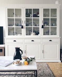 """""""White. Love. // This is my favourite piece of furniture in our home. Good morning IG.  Biała witryna zaraz obok stołu w jadalni to zdecydowanie mój…"""""""
