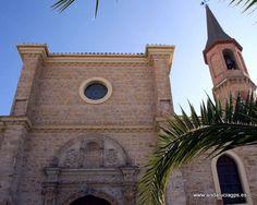 """#Jaén - #Arjona - Iglesia de San Juan - 37º 56' 2"""" -4º 3' 19"""" / 37.933889, -4.055278 Edificado en los siglos XY y XVI, se adosó la torre del campanario en el XVII. Sobresaliente es la portada plateresca labrada por Juan de Marquina en 1531. El interior es de tres naves, con bóvedas y un interesante sagrario."""