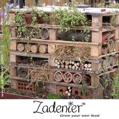 Make a #insects hotel from #pallets.  www.zadenier.com