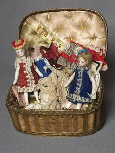 Mignonnettes françaises et leur trousseau, 1879 (13 cm)