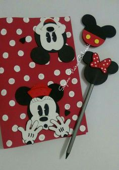 Capa decorada Mickey e Minnie Mickey Y Minnie, Foam Crafts, Disney Characters, Fictional Characters, Projects To Try, Snoopy, Easter, School, Punch