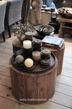 bijzettafels van oud hout / Tree trunk table