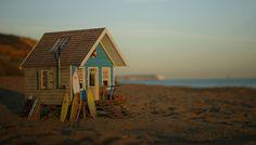 Miniature Beach Hut by Jules Bailey www.stillwater-design.com