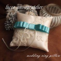 リボンとツイストコードのリングピロー(ネイビー) リングピロー pillow.co 通販 Creema(クリーマ) ハンドメイド・手作り・クラフト作品の販売サイト Ring Pillow Wedding, Corsage, Creema, Napkin Rings, Wedding Rings, Pillows, Sewing, Flowers, Dressmaking