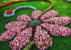 Garden Art with your flowers. Garden Art with your flowers. The post Garden Art with your flowers. appeared first on Garden Easy. Flower Bed Designs, Flower Garden Design, Topiary Garden, Flower Shape, Flower Beds, Diy Flower, Flower Art, Amazing Flowers, Colorful Flowers