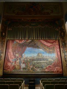 Telón del Teatro Lope de Vega, que representa una panorámica de Chinchón, atribuida a Luis Muriel