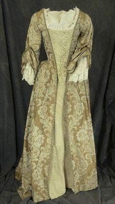 The Art of Clothes: Elizabeth Swann Costume Studies Part 4 - Gold Gown 18th Century Dress, 18th Century Costume, 18th Century Fashion, Meryl Streep, Movie Costumes, Cosplay Costumes, Elizabeth Swann Costume, Elisabeth Swan, Pirates Gold