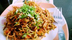 This Chinese Bhel Recipe is a no onion no garlic version of Chinese Bhel, an Indo-Chinese Fusion street food from Mumbai. It has Fried noodles and veggies. Garlic Recipes, Spicy Recipes, Vegetarian Recipes, Cooking Recipes, Meat Recipes, Indian Snacks, Indian Food Recipes, Asian Recipes, Ethnic Recipes