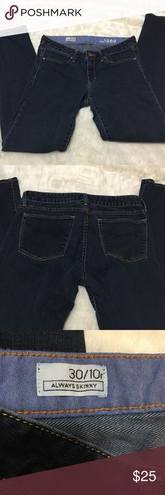Gap blue jeans 30 / 10 regular/ skinny Gap blue jeans 30 / 10 regular and skinny.  These Gap jeans are very comfortable. Perfect everyday jeans GAP Jeans Skinny
