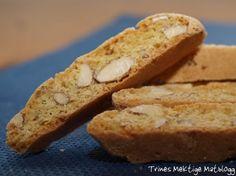 BISCOTTI -200 de grame de migdale, tăiate sau tocate grosier  3 galbenusuri de ou  250 de grame de zahăr  3 linguri zahar vanilat (alternativ, semințele de fasole vanilie)  3 albușuri de ou  1 vârf de cuțit de sare  coajă de lămâie 1-1,5, de preferință organic  aproximativ 400 de grame de făină de grâu  1,5 lingurita praf de copt