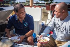 Have you ever wondered how the sailors of Hōkūleʻa cook their food? In this special episode of Cooking Hawaiian Style, host Lanai Tabura learns how veteran crew member and top chef, Gary Yuen, prepares his meals aboard the waʻa. Join us on Hikianalia, the sister canoe to Hōkūleʻa, and wit…