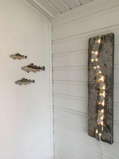 Wall led lamp driftwood. Driftwood, led strip, stone . Drivved med frest spor til ledlist og fjærestein. Led Strip, Led Lamp, Driftwood, Door Handles, Doors, Mirror, Wall, Furniture, Home Decor