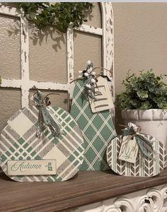 Crafts To Make, Arts And Crafts, Diy Crafts, Pallet Pumpkin, Chalk Crafts, Holiday Crafts, Holiday Decor, Wood Cutouts, Pumpkin Decorating