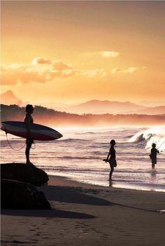 Surf and Beach Landscape in Byron Bay, Australia on sunset. Most Beautiful Beaches, Beautiful Places, Beaches In The World, Roadtrip, Byron Bay, Australia Travel, Brisbane Australia, Amazing Destinations, Strand