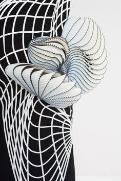 Noa Raviv | Innovative Textiles Design : monochrome fabric with 3D-printed elements adding contour & texture Fashion Art, Fashion Designer, White Fashion, Style Fashion, Anamorphic, Textile Fabrics, Textile Art, Distortion, Monochrome